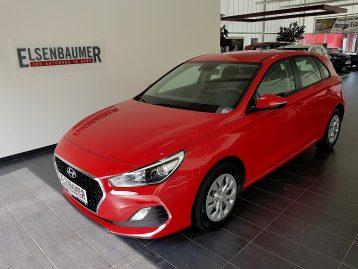 Hyundai i30 1,4 MPI Entry bei Autohaus Elsenbaumer in